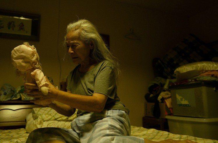 台灣導演張作驥,目前正潛心拍攝他的第9部電影「那個我最親愛的陌生人」。同時香港「鮮浪潮」影展則大張旗鼓做他的回顧展「黑暗中潛行」,將自本週五(8/17)起,為期兩周放映他之前的8部電影、3 部短片及...