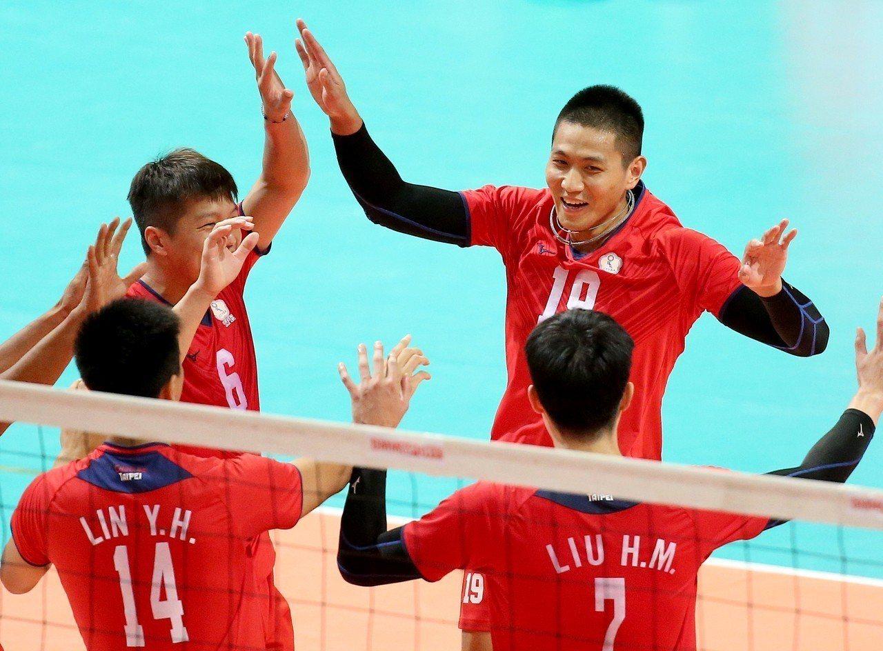 中華男排局數4:1擊敗哈薩克。記者余承翰/攝影