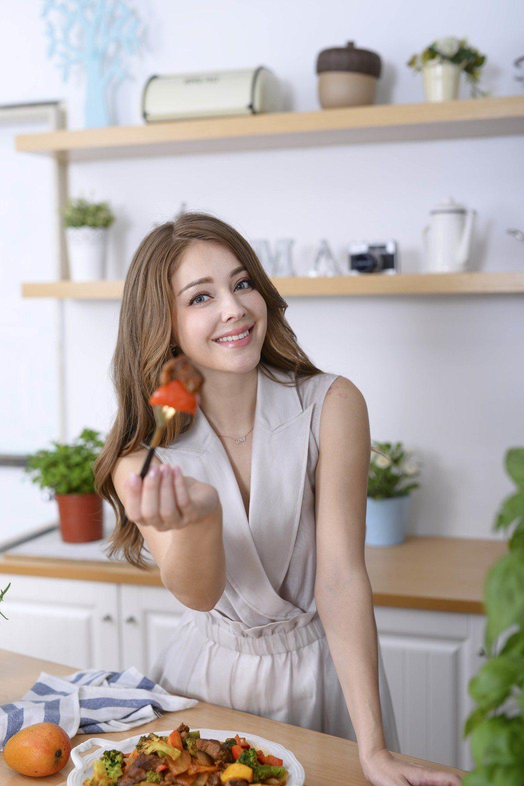 安妮推出料理食譜書。圖/日日幸福出版社提供