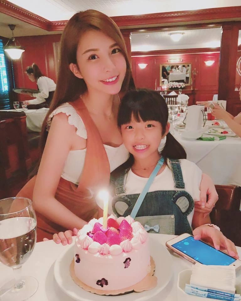 蘇心甯開心為女兒慶生。圖/摘自蘇心甯臉書