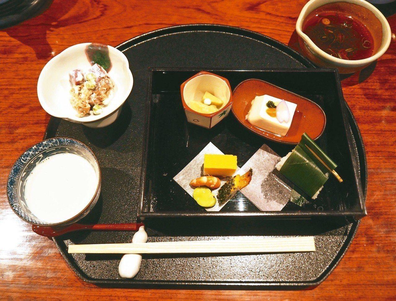 順正湯豆腐會席是人氣美食。 圖/有行旅提供