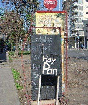 小店特別訂做一塊「有麵包」(Hay pan)的招牌。 文‧攝影/周育如