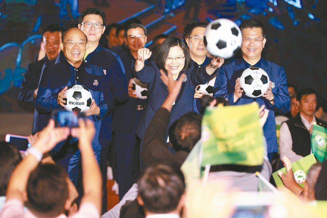 兼民進黨黨主席的蔡英文總統在全代會開幕典禮致詞結束後,以抛繡球之姿抛出「改革之球...