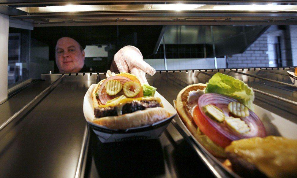 研究中並指高溫讓食安問題更容易發生。 (美聯社)