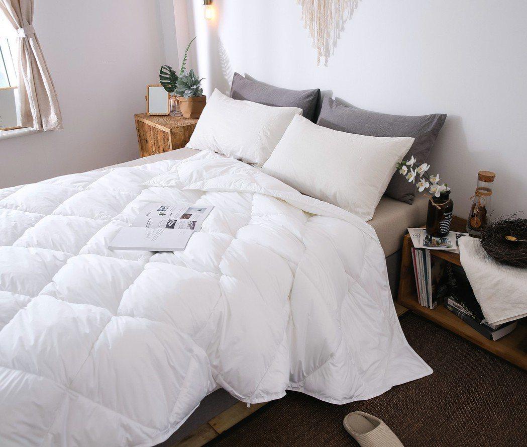 高科技超細纖維的賽羽絨寢具,採用高密防絨表布,質感順滑、舒適、蓬鬆。 業者/提供