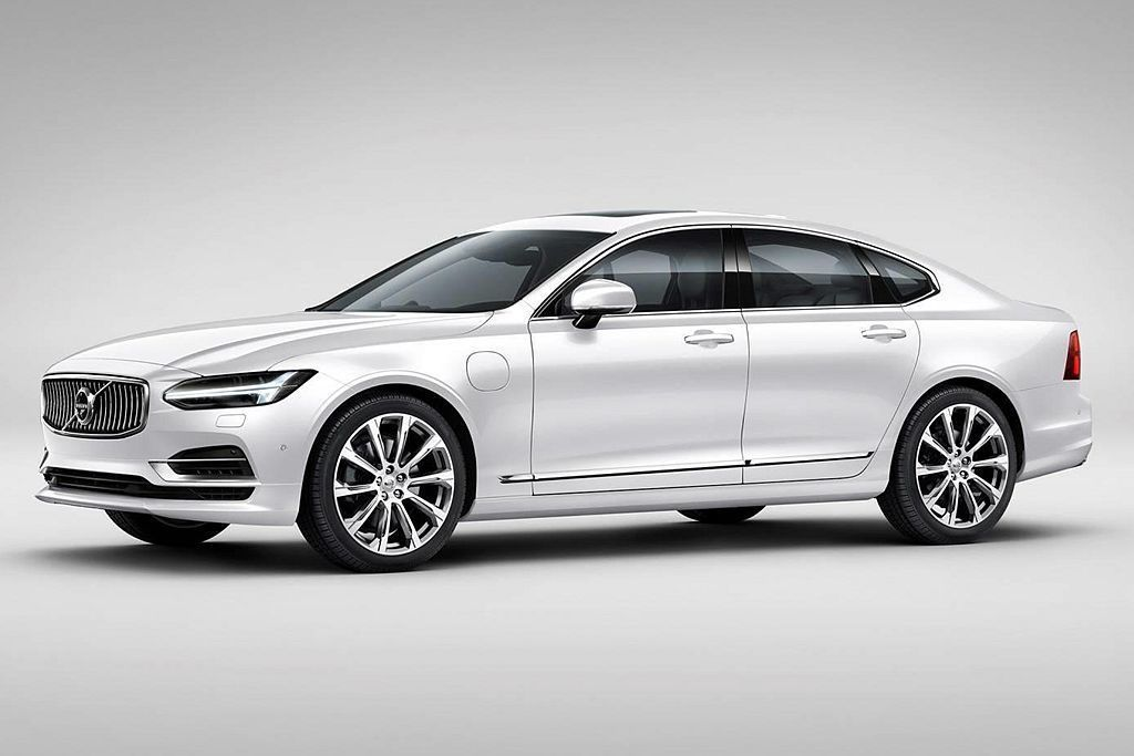 採插電式複合動力系統的Volvo S90 T8,繳出平均41.7km/L的亮眼油...