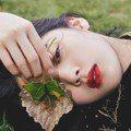 眼神迷離好曖昧 歐陽娜娜18歲時尚大片「小女人味」爆發