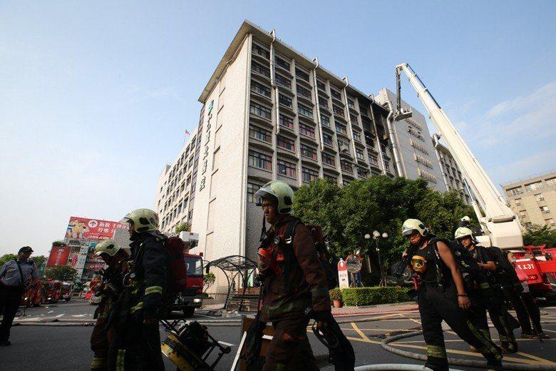 13日清晨,台北醫院護理之家失火,這場火警總計造成九死多人輕重傷。 圖/聯合報系...