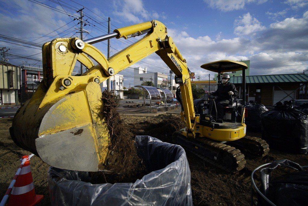 日本權威智庫「日本經濟研究中心」曾發表了一篇報告,指出福島核災處理費恐攀升至50兆~70兆日元。 圖/歐新社