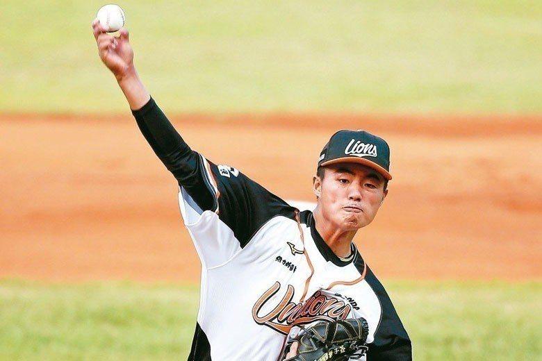 施子謙去年9月才首度在職棒出賽,但本季僅13場先發就搶下10勝,而且防禦率還是相...