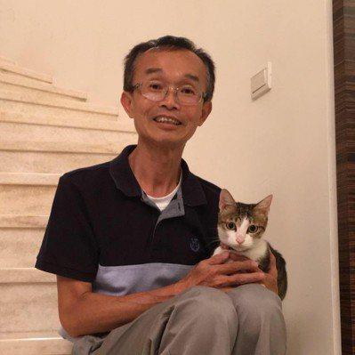 陳永和每天要家裡的寵物貓「露比」紓壓。 圖/翻攝自陳永和臉書