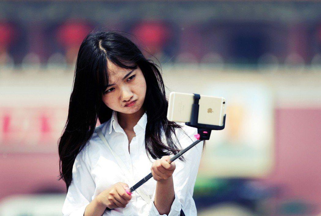 歐洲最早推出2G,日本第一個擁有3G,最後卻是由蘋果、GOOGLE和Facebo...