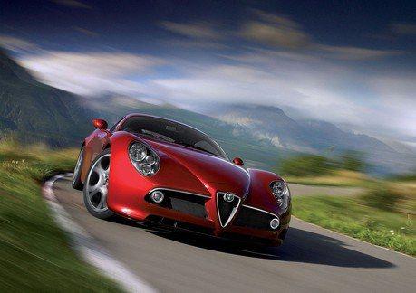 總算再現江湖 新世代Alfa Romeo 8C搭載800匹油電動力?