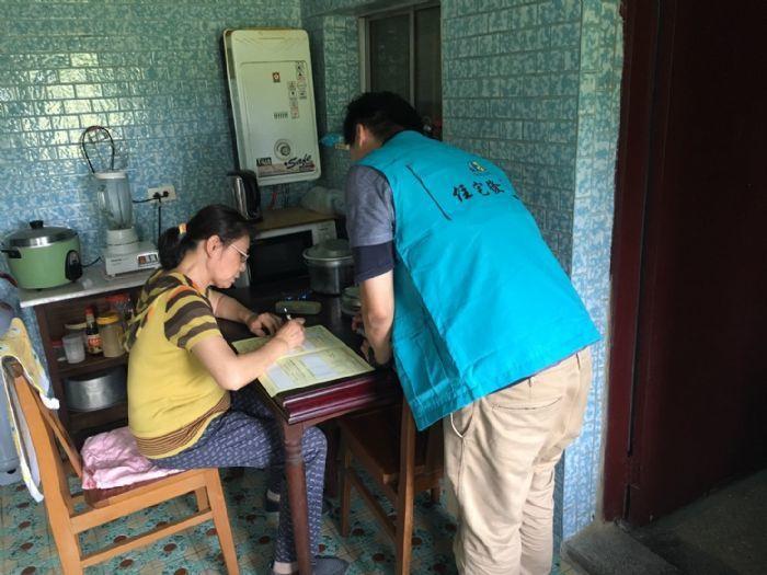 住發處今年首度試辦65歲以上身心障礙者到府收件服務,已陸續徵詢106年度符合資格...