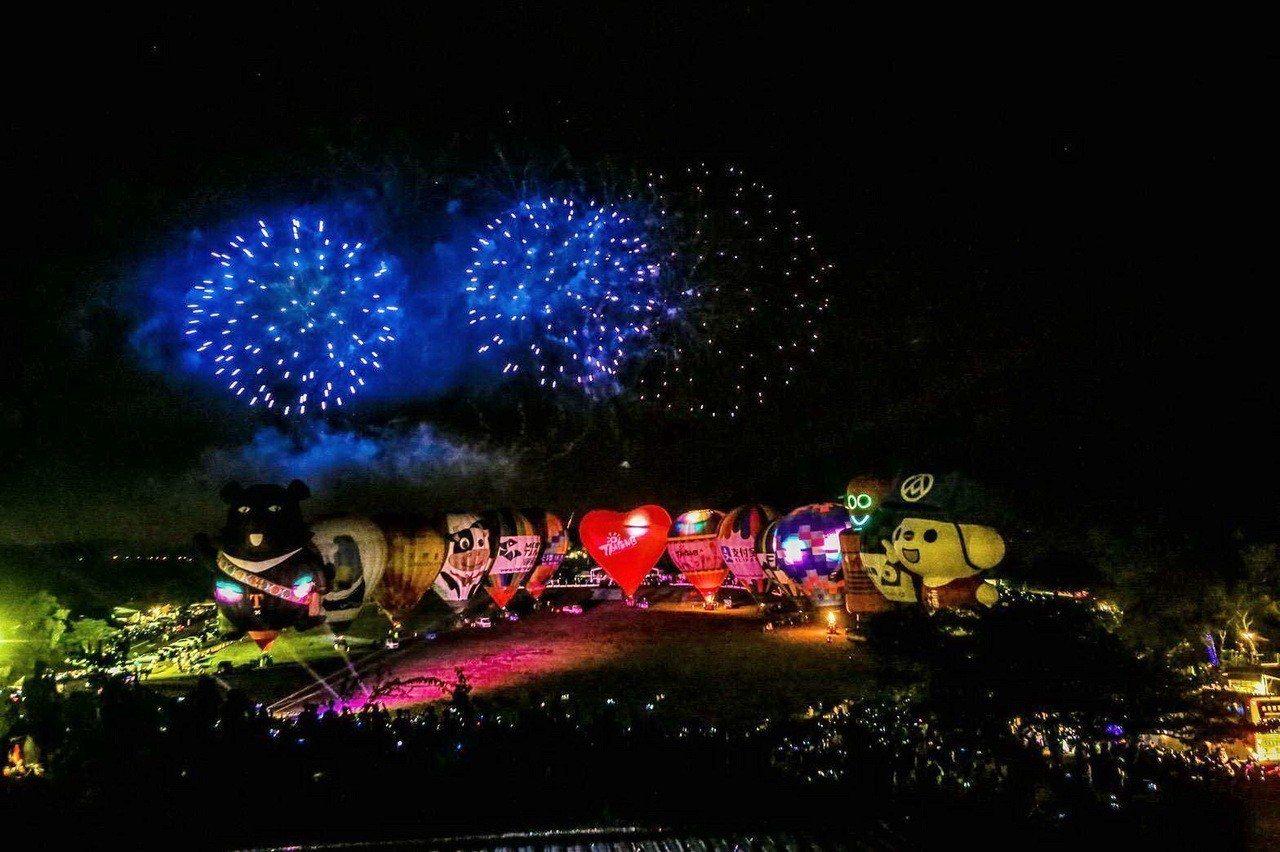 為期45天的台東熱氣球嘉年華,昨天晚上舉行最後一場光雕音樂晚會,在現場逾4.5萬...