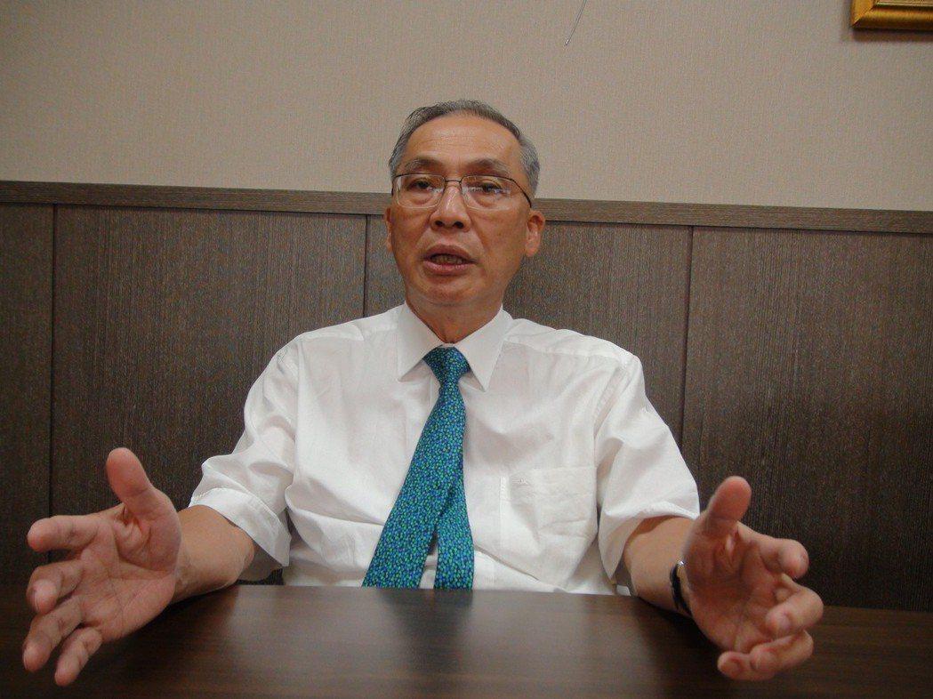 高雄市不動產開發商業同業公會理事長張永義今天說,高雄的房地產沒有下跌的機會。記者...