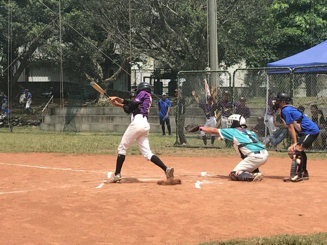 花蓮縣玉里高中舉辦為期3天的「2018年長庚暑期棒球生活營」。記者蔡翼謙/攝影