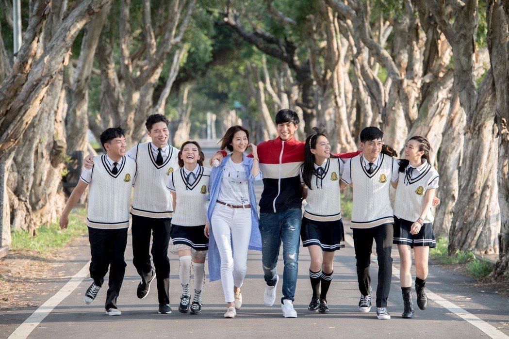 蕭志緯(左起)、宋緯恩、何美、劉宇菁、羅宏正、季念潔、席惟倫 圖/三立提供