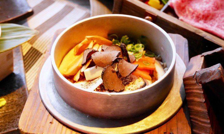 七夕限定推出的黑松露和牛釜飯。圖/老乾杯提供