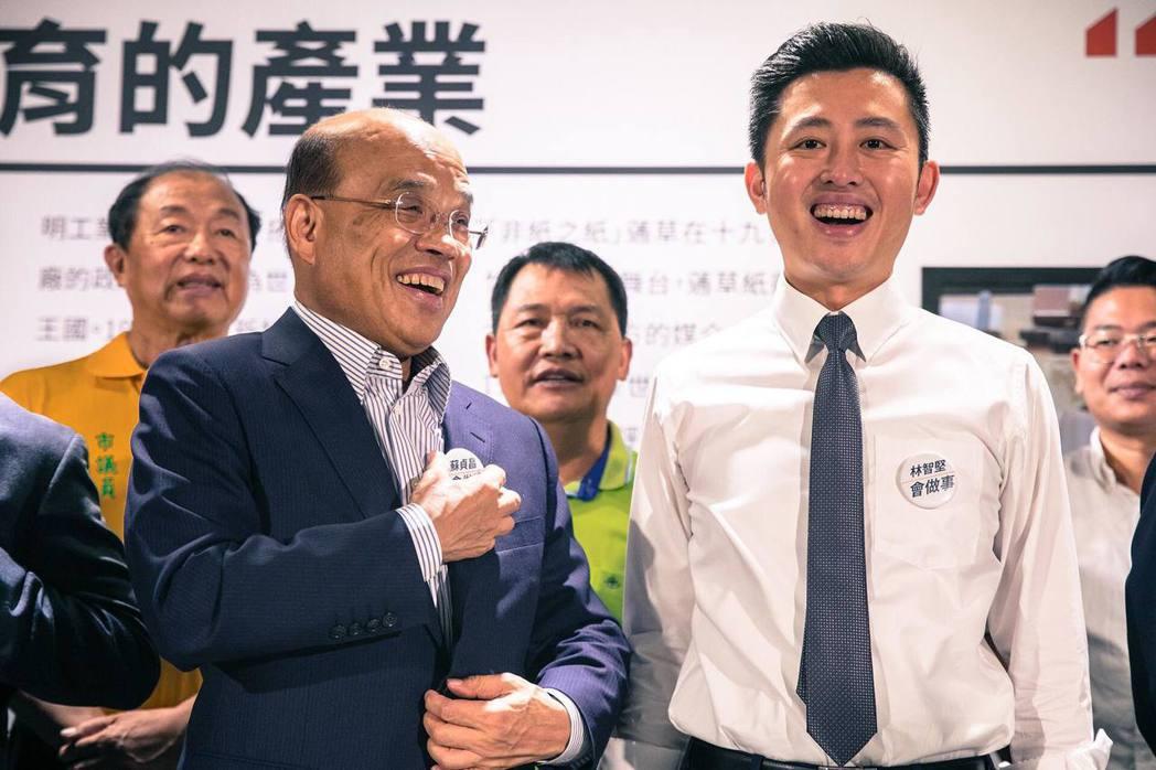 民進黨新北市長參選人蘇貞昌(左)首位合體造勢對象,是尋求連任的新竹市長林智堅,兩...
