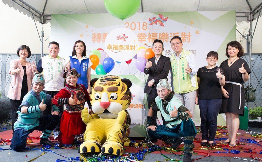 清景麟教育基金會與紙風車劇團合作,攜手籌劃「轉動風車、幸福樂派對」年度公益巡演。...