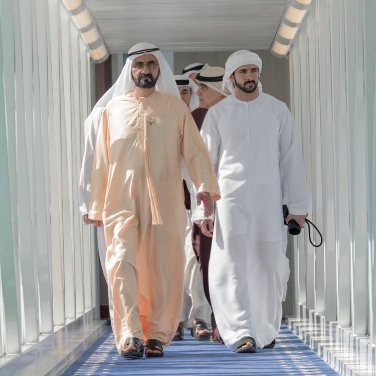 哈曼丹王子(右)和父親、杜拜酋長穆罕默德(左)。圖/擷自instagram