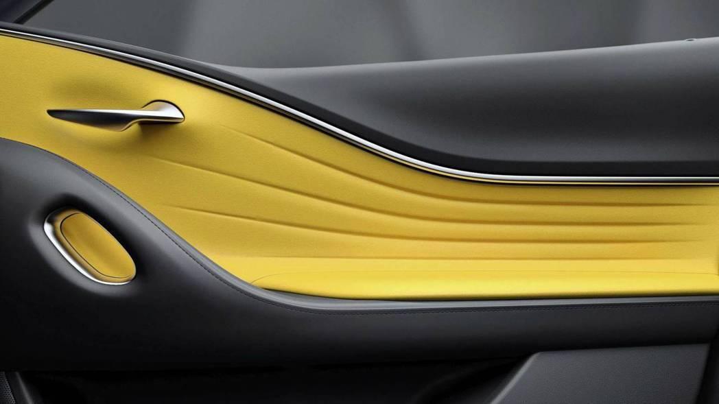 Lexus LC Yellow Eition 車門內飾板。 摘自Lexus