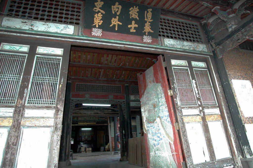 柯文哲若真的愛護儒家文化,為何這樣對待台北儒家文化的代表,大龍峒老師府呢? 圖/...