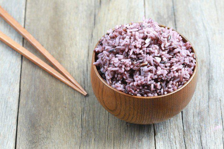 黑糯米屬於脫殼稻米,又稱紫米 圖片/ingimage