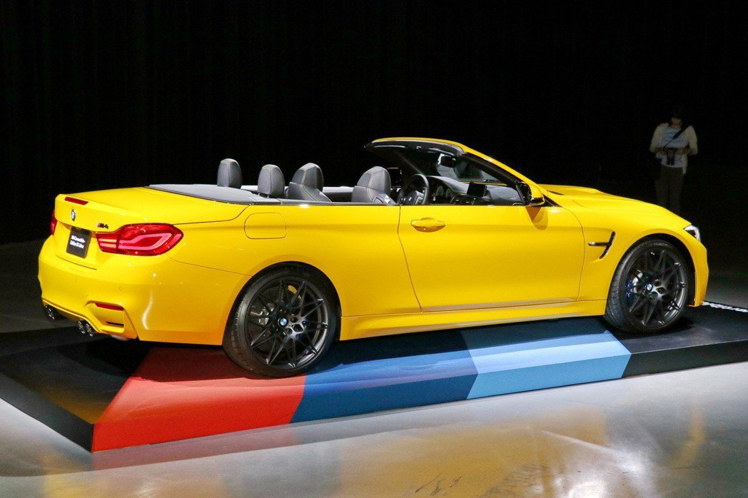 BMW M GmbH推出全球限量300台、台灣配額僅1輛的全新BMW M4敞篷跑車30周年紀念版。 記者陳威任/攝影