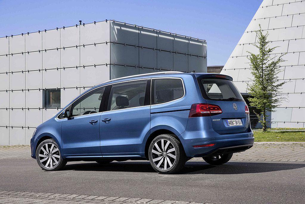 現在購買福斯Sharan於8月入主指定車型,即享低頭款158,000元、首年低月付9,999元,60期低利率貸款(附尾款),或72萬元36期零利率貸款專案。 圖/Volkswagen提供
