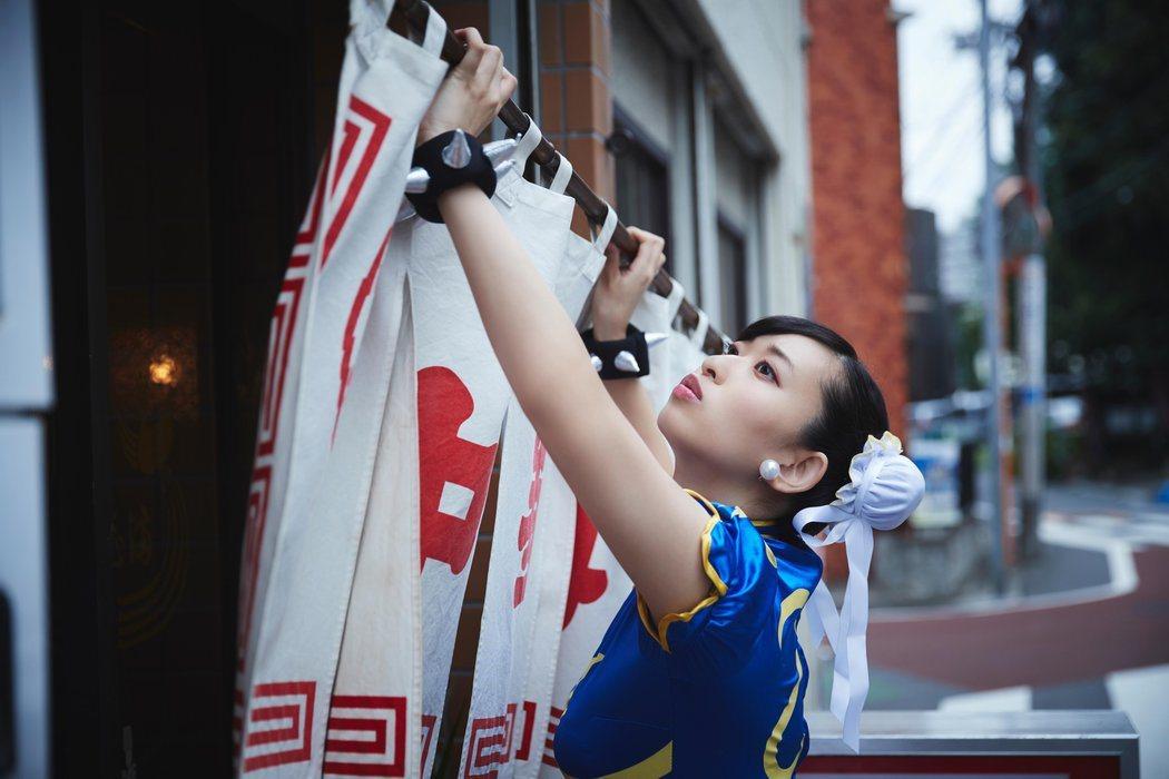 掛上招牌,準備開始營業。圖/截自日本Red Bull