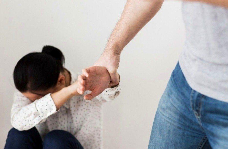 南韓針對強姦的明確規範,僅出現在《刑法》297條:「以暴行或脅迫行為強姦他人者,...