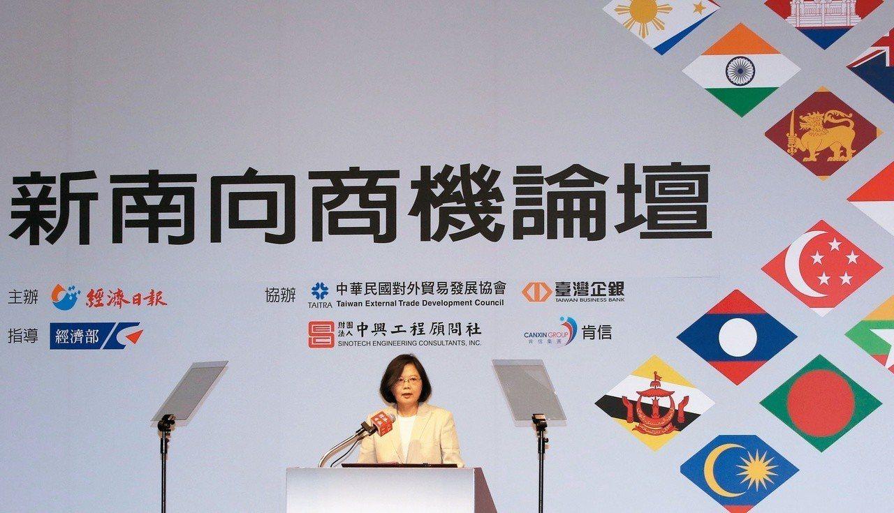 總統蔡英文經常親自上陣,說明蔡政府對新南向的重視。 攝影/郭晉瑋