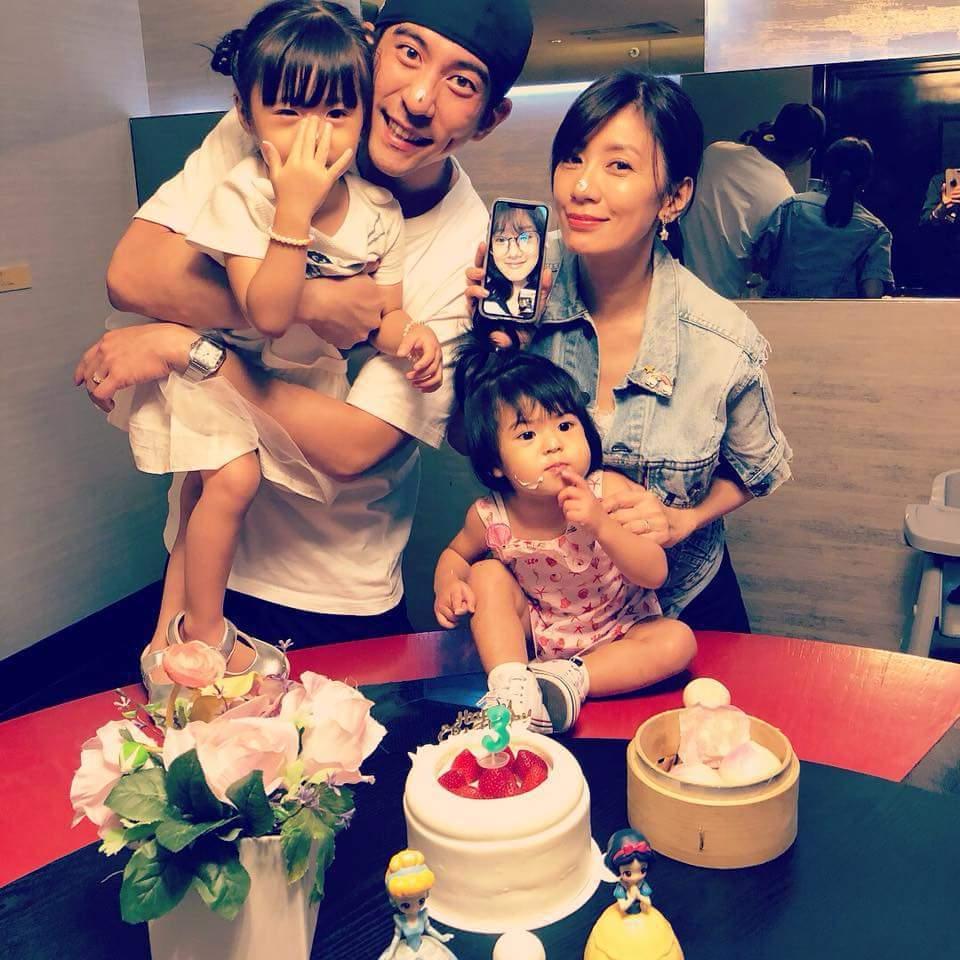 賈靜雯與修杰楷幫咘咘度過3歲生日。圖/摘自臉書