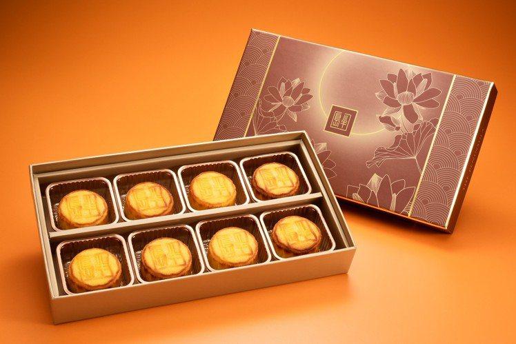 半島酒店 主廚推薦奶黃月月餅禮盒1,250元。圖/半島精品店提供