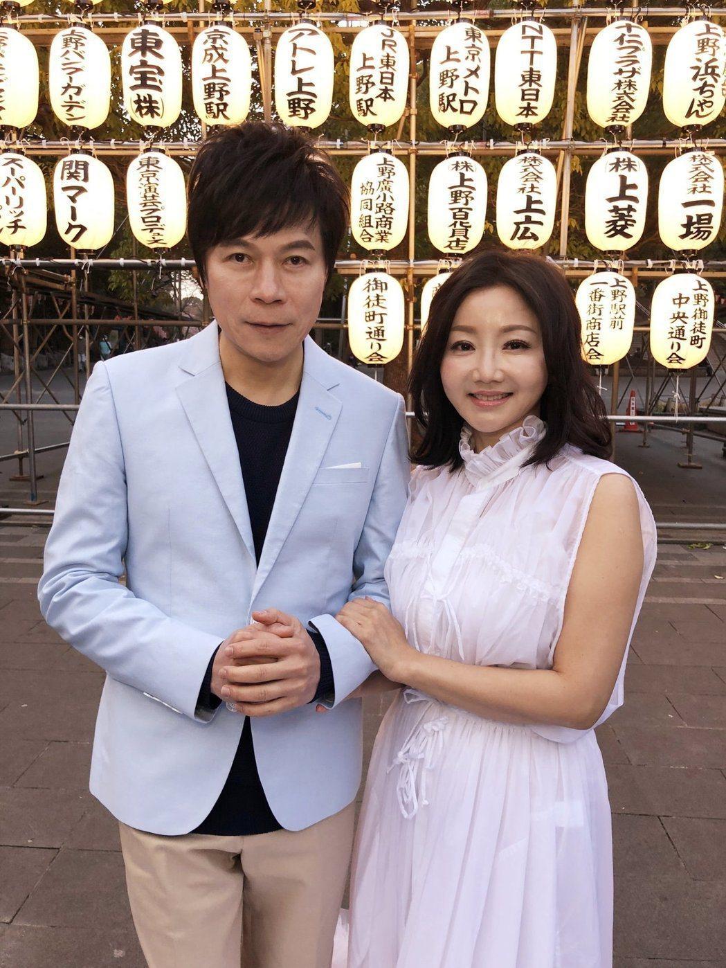 洪榮宏(左)跟第3任妻子張瀞云將慶祝結婚一周年。圖/華特音樂提供