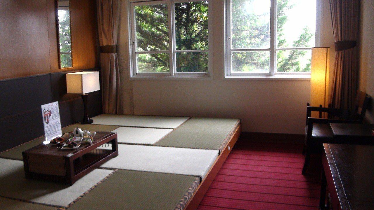 阿里山舊事所有一間房舍保留當年榻榻米床舖。記者謝恩得/攝影