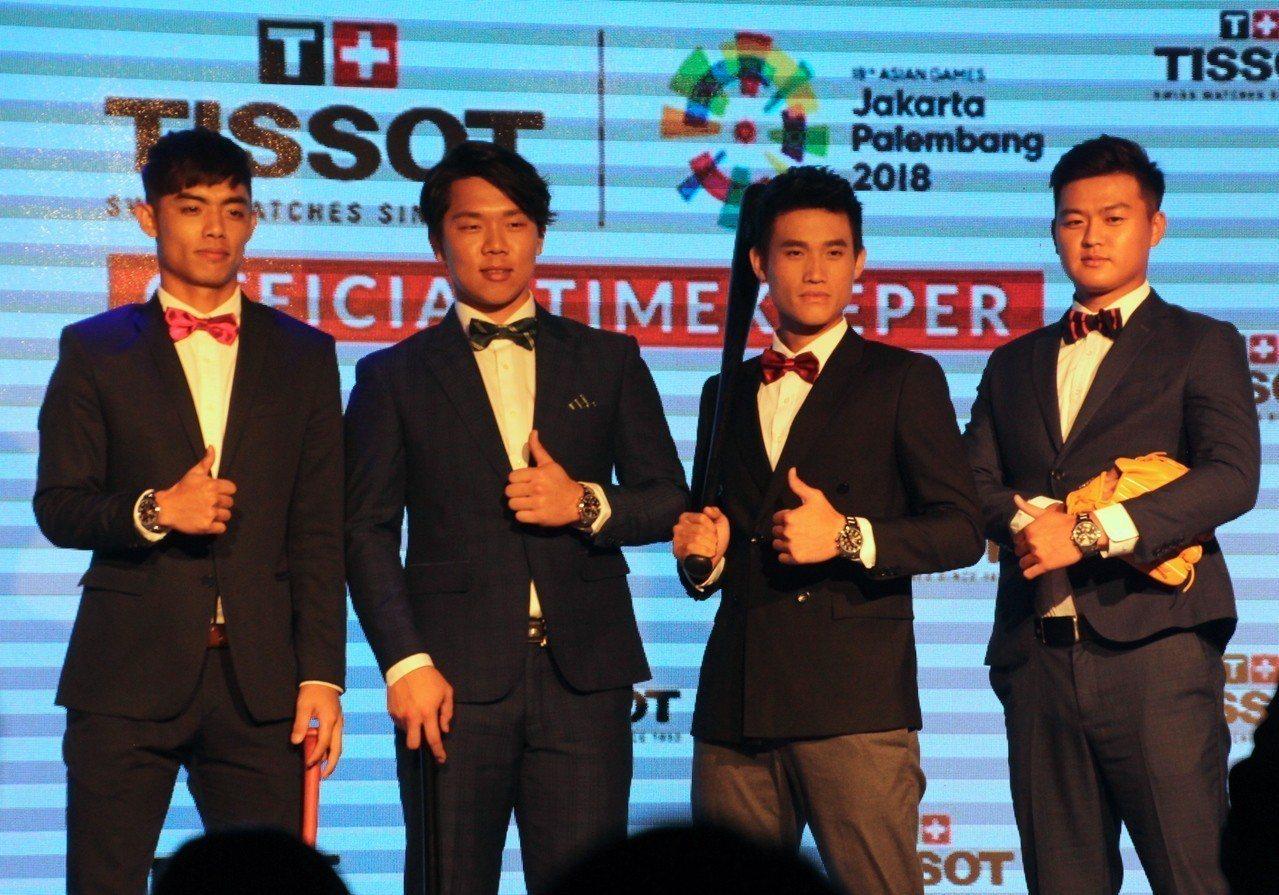 4名將參與亞運的中職球員出席錶款記者會。記者葉姵妤/攝影