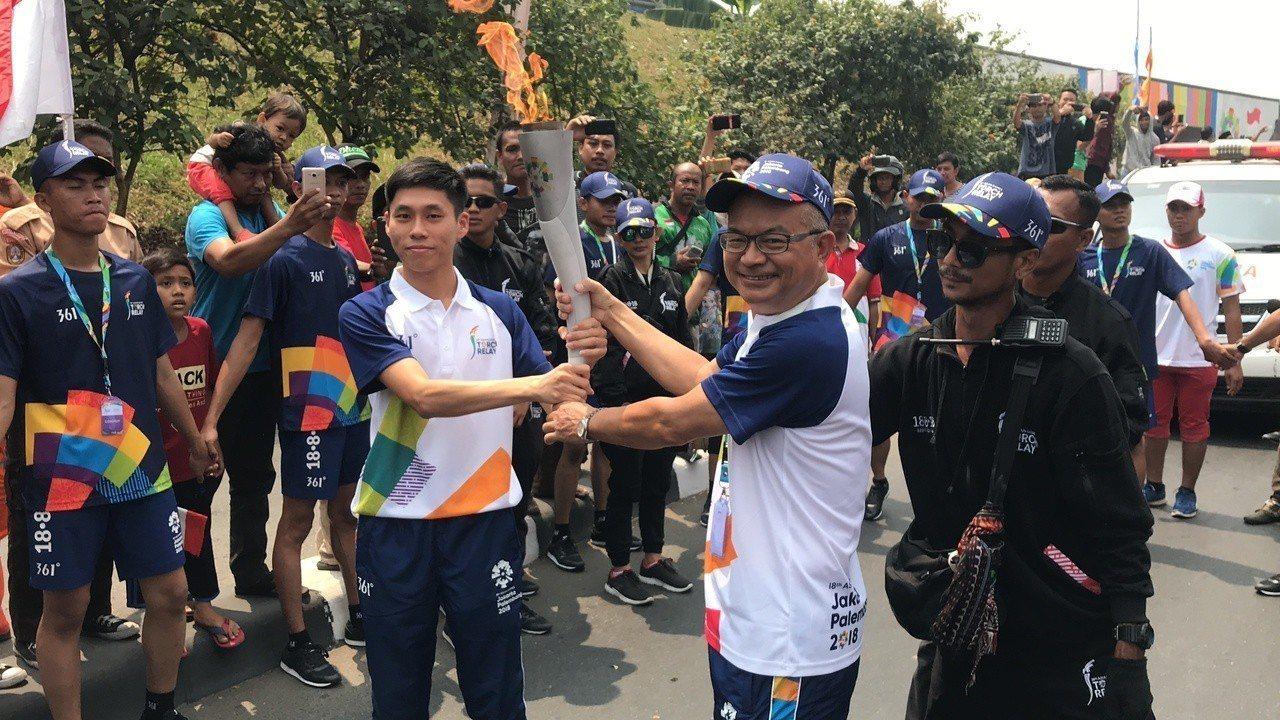 陳秉豐(左)、陳文福(右)是這次雅加達亞運唯二台灣火炬手。361° Taiwan...