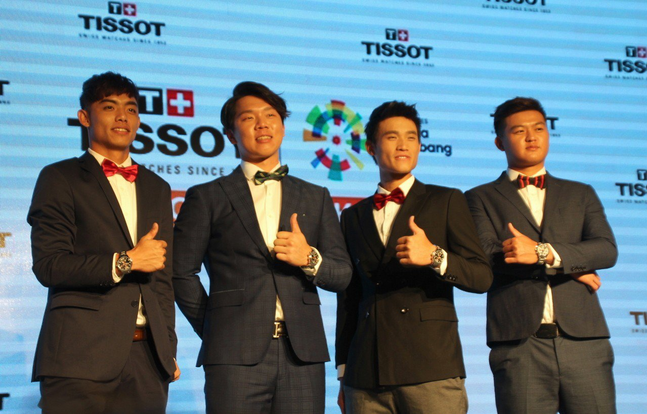 參與亞運的4名中職球員,左起申皓瑋、詹子賢、林承飛、王玉譜。記者葉姵妤/攝影