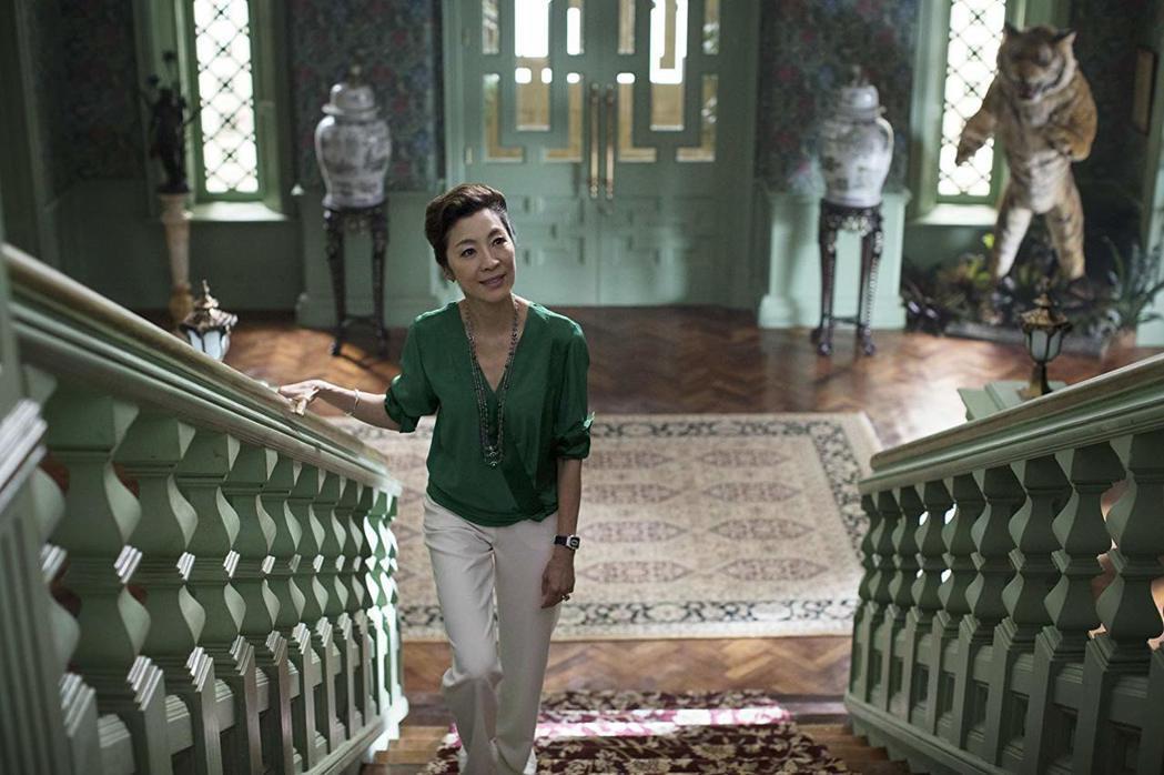 楊紫瓊在「瘋狂亞洲富豪」扮演霸氣準婆婆,氣場驚人。圖/摘自imdb