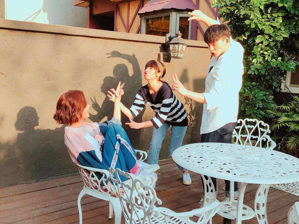 張洛偍(右)演出「王子仁」一角受觀眾喜愛。圖/周子娛樂提供