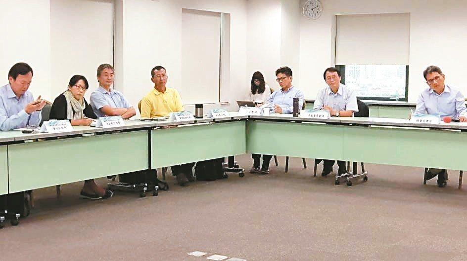 水利署昨邀公民團體及學者專家討論前瞻水環境計畫的改良方案。 記者鄭朝陽/攝影