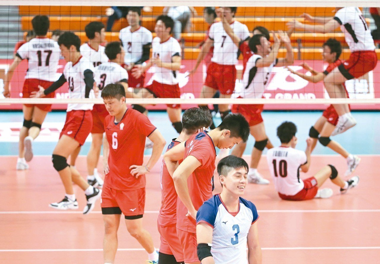 季軍戰不敵日本隊,中華隊面露沮喪。 記者侯永全/攝影