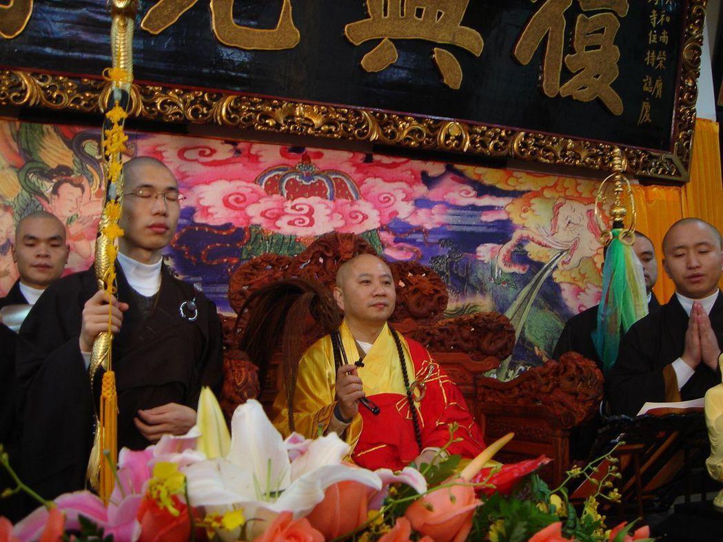 廣東佛教協會的會長、光孝寺的方丈明生和尚被指「精舍藏雙尼」。 (人間社)