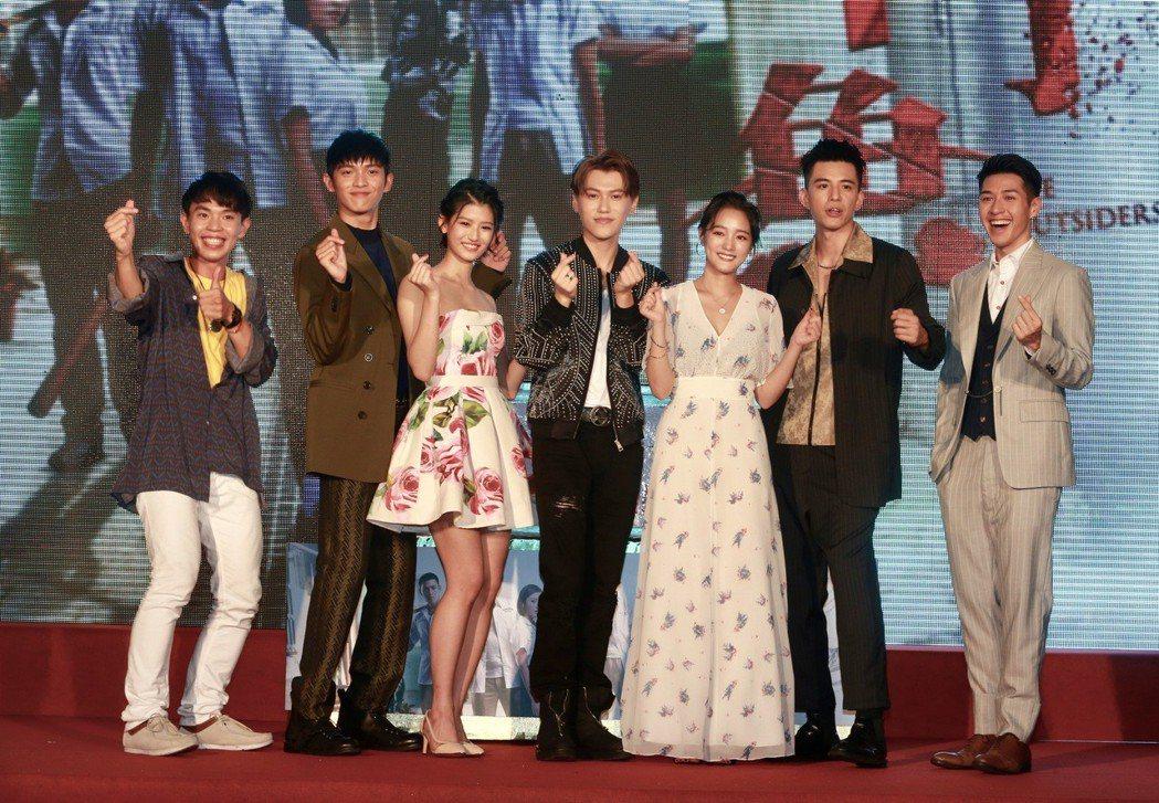 「鬥魚」電影版首映會在西門町樂聲影城上映,「鬥魚」新秀演員王淨、林柏叡、吳岳擎、...