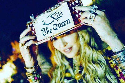 流行樂女王瑪丹娜(Madonna)似乎是前往非洲摩洛哥西部的帝國時期古城馬拉喀什(Marrakech),慶祝今天的60歲生日。在這個重要日子的前夕,瑪丹娜在社群媒體臉書(Facebook)和Inst...