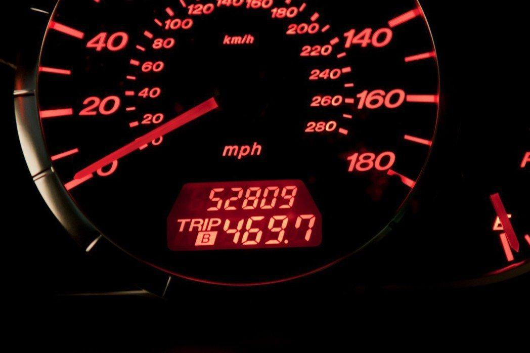 12年跑了跑了52,809英里(84,987公里)。 摘自Bring a Tra...
