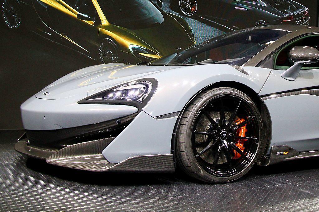 全車重新打造的空力套件不僅大幅增加下壓力,更配上Pirelli P Zero Trofeo R胎款,提供車輛優異的抓地力。 記者張振群/攝影
